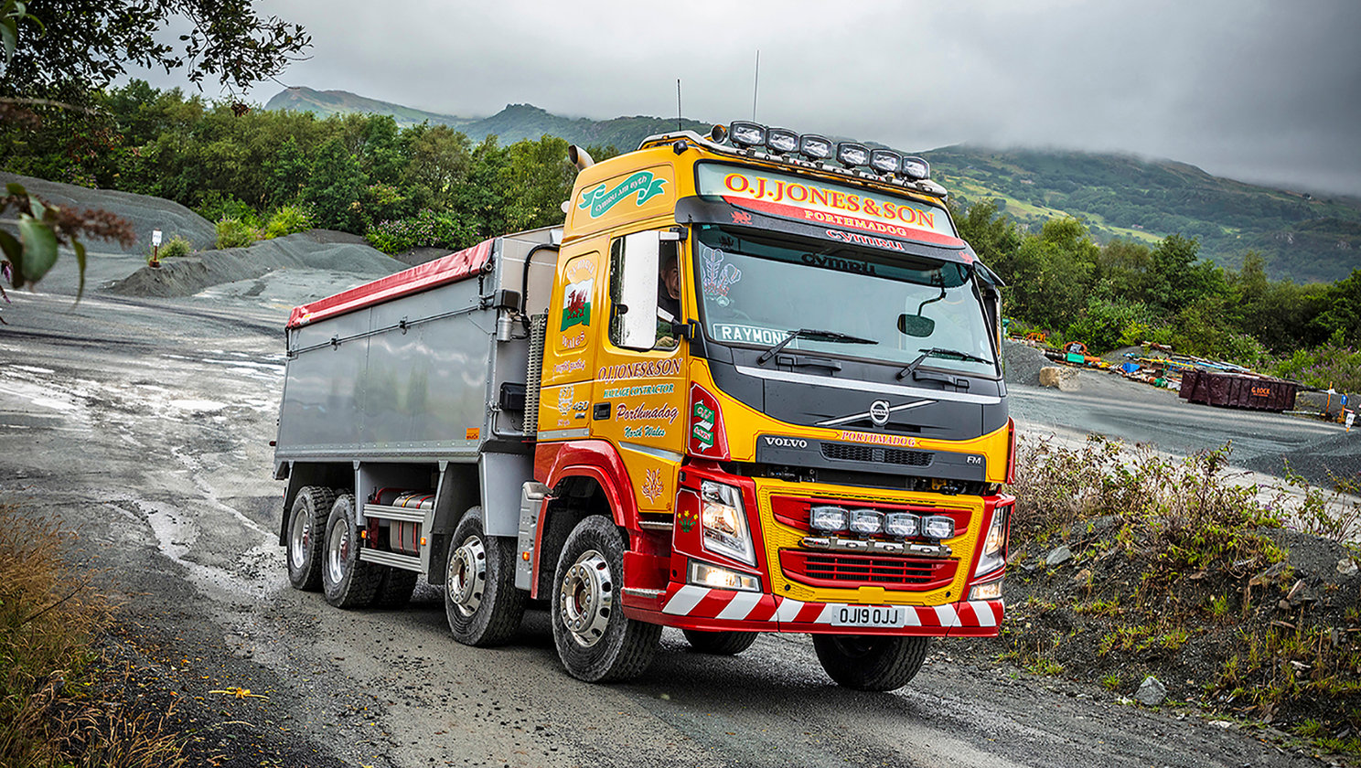 The UK's first I-Shift Dual Clutch Volvo FM rigid proves a top tip at OJ Jones